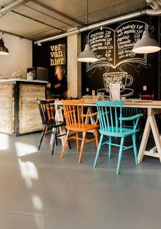 Ver van Hier | Bookstore & coffee | Interior Puur Stella Met Mijke metmijke.nl | Ontwerp & realisatie Met Jan metjan.nl | Fotografie moniqueaaldijk.com