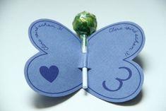 von creativbox- dawanda  Kleine Papierschmetterlinge mit buntem Lolli als wunderschne Einladungskarte. Wir beschriften die Schmetterlinge ganz indiviudell mit Name und Alt...
