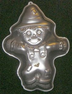 Wilton Scarecrow Cake Pan from Eccentric Thrifter - So cute for Thanksgiving dessert
