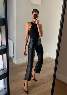 How To Wear All Black This Fall – Outfitting Ideas Source by katharinaabroecker fall outfits for going out Looks Street Style, Looks Style, Style Me, Fashion 2020, Look Fashion, Autumn Fashion, 80s Fashion, Fashion Weeks, Milan Fashion