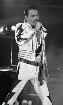 """Freddie Mercury onstage in 1985 I think for the """"Works"""" tour. Brian May, John Deacon, Ozzy Osbourne, Heavy Metal, Queen Ii, Roger Taylor, Somebody To Love, Queen Freddie Mercury, Queen Band"""