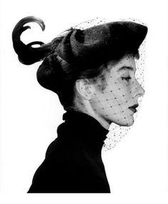 La saga Bettina Graziani s'expose à Milan. Premier mannequin star, symbole des années 50 immortalisé par les plus grands photographes de Vogue, cette muse des grands couturiers sera à l'honneur d'une rétrospective inédite à la Galleria Carla Sozzani dès le 16 septembre prochain à Milan.