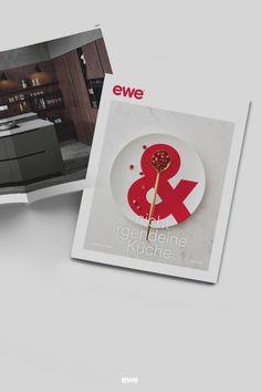 Der neue ewe Küchenkatalog wartet schon auf euch: Vollgepackt mit unseren schönen Küchenmodellen von ewe und FM, mit Rezepten, echten Küchen Lovestorys und natürlich allen Infos rund um eure zukünftige ewe Küche! 𝐉𝐞𝐭𝐳𝐭 𝐮𝐧𝐯𝐞𝐫𝐛𝐢𝐧𝐝𝐥𝐢𝐜𝐡 𝐮𝐧𝐝 𝐠𝐫𝐚𝐭𝐢𝐬 𝐛𝐞𝐬𝐭𝐞𝐥𝐥𝐞𝐧! Dieser Katalog ist einfach zum Liebhaben! Küchen Design, Round Round, Simple
