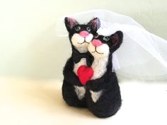 Cake toppers for wedding red heart cats black and white bride and groom needle felted cats wedding cake topper funny cute cat felt4soul veil https://www.facebook.com/dottiejane.kingston.9/posts/555497151293784