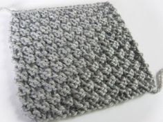 Easy knitting stitch: the waffle stitch knitting pattern If you're like me, you might like to make small samples to try new knitting stitches…. Ideal for a warm scarf or for making a blanket! Knitting Stiches, Easy Knitting, Loom Knitting, Knitting Patterns, Crochet Patterns, Knitting Ideas, Diy Crochet, Crochet Hats, Moss Stitch