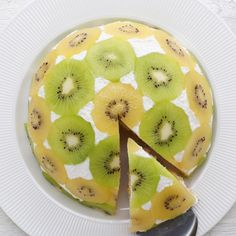 Este bolo invertido de kiwi do é ótimo para impressionar as visitas. Você vai precisar d Kiwi Cake, Cake Recipes, Dessert Recipes, Salad Recipes, Nacho Recipes, Meatball Recipes, Buzzfeed Tasty, Yogurt Cake, Birthday Cakes