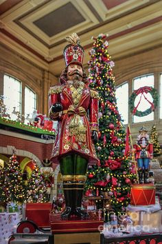 A guard watches over the Christmas display at Union Station. Luxury Christmas Decor, Christmas Decorations Uk, Christmas Love, Christmas Pictures, Vintage Christmas, Christmas Holidays, Christmas Ideas, Christmas Shop Displays, Christmas Window Display