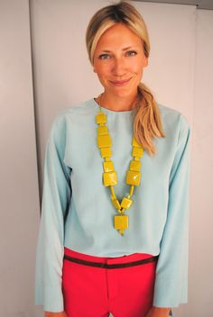 Color blocking on this outfit is flawless..and that necklace!