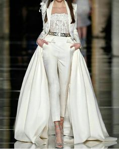 Elegant and trendy! Just the type for modern classy girl. (Second dress idea) Couture Fashion, Runway Fashion, High Fashion, Fashion Show, Fashion Outfits, Womens Fashion, Fashion Design, Classy Fashion, Bridal Fashion