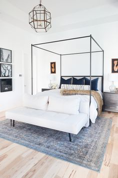 Custom Pillow Ideas from LIttle Design Co Pillow Shop 2019 Custom Pillow Ideas from LIttle Design Co Pillow Shop Master Bedroom Design, Bedroom Inspo, Home Decor Bedroom, Bedroom Furniture, Contemporary Bedroom, Modern Bedroom, Hm Home, Interior Minimalista, Design Blogs