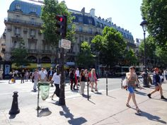 Paris tourist attractions and holiday travel guides to France Paris Tourist Attractions, Transport Map, How Many People, Holiday Travel, Hd Photos, Travel Guides, Street View, France, Places