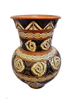 Antigo vaso em cerâmica Marajoara. Ass. J. Paiva-Pará. Med. 75 x 50 cm.