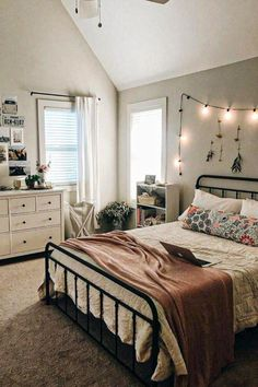 dream rooms for girls teenagers - dream rooms ; dream rooms for adults ; dream rooms for women ; dream rooms for couples ; dream rooms for girls teenagers ; dream rooms for adults bedrooms Small Room Bedroom, Home Decor Bedroom, Bedroom Inspo, Teen Bedroom Layout, Bedroom Furniture, Diy Bedroom, Bedroom Storage, Bedroom Layouts For Small Rooms, Cute Bedroom Ideas For Teens