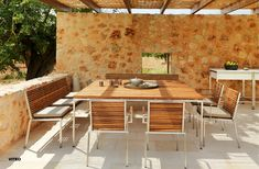 Proven to be the ideal choice thanks to its pure and linear shape, Viteo's Home Collection perfectly fits and blends in with every outdoor… Outdoor Furniture Sets, Outdoor Decor, Outdoor Settings, Home Collections, Cosy, Teak, Patio, Pure Products, Home Decor
