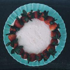 Instagram @gabriellawotherspoon    #cake #food #foodie #baking #baker #strawberries #colors #vscocam