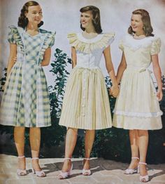 Yellow peasant dresses in gingham check, another cute youthful fabric 1947 - Gelbe Bauernkleid 1940s Dresses, Vintage Dresses, Vintage Outfits, Girls Dresses, New Fashion Clothes, Teen Fashion, Fashion Outfits, Fashion Women, Fashion Children