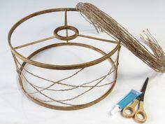 Cómo hacer una pantalla de lámpara, fácil y reciclando - Diydetodounpoco Rope Crafts, Decor Crafts, Diy Home Decor, Diy Crafts, Laser Cut Lamps, Lampshade Designs, Lantern Chandelier, I Love Lamp, Boho Diy