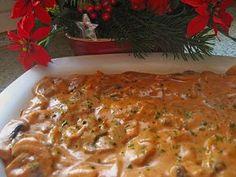 Zutaten 3 Roulade(n) 90 g Speck, Frühstücksspeck in Scheiben 2 Zwiebel(n) Knoblauch 300 g Champignons 20 g Butter Pfeffer...