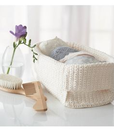 Crochet a few of these baskets -- we love the way they look! @Lily Morello  #yarn