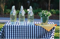 DIY: Glass water bottle favors - olivet - simple, sustainable, stylish living. #VIQUA