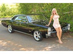 Hot chicks and cars | More sexy women at http://sexy-calendars.net | http://car-calendars.net