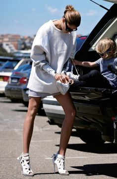 Edgy yet casual. white oversize sweater and white cage booties to get grocheries - street style