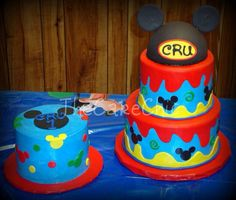 Like the small Mickey heads and circles on the small cake