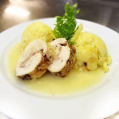 Denné menu Vranov | Pečená kuracia galantína, tlačené zemiaky s cibuľkou - reštaurácia Hotel Patriot*** #DenneMenu #Restauracia #Vranov #PecenaKuraciaGalantinka