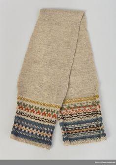 "Halsduk ""Blå randen"" 1940-tal. Formgivare: Anna-Lisa Mannheimer-Lunn, Bohus Stickning Fashion Books, Diy Fashion, Fashion Outfits, Knitting Designs, Knitting Patterns, Lace Collar, Vintage Knitting, Patterned Shorts, Vintage Ladies"