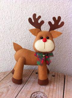 Rena de Natal  Produto confeccionado em feltro todo manual.  Fica em pé sem apoio.  Produtos artesanais para deixar sua decoração especial!!