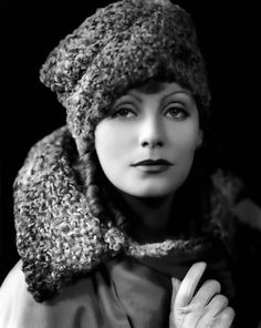 George Hurrell Greta Garbo in Fur Hat Garbo is one of my favorite early movie stars. Old Hollywood Stars, Hooray For Hollywood, Hollywood Icons, Old Hollywood Glamour, Golden Age Of Hollywood, Vintage Hollywood, Classic Hollywood, Hollywood Divas, George Hurrell