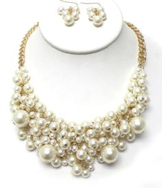 Chunky pearl necklace set - $25