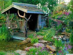 Cabañita en el jardín.