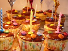 Narodeninové muffiny Caramel Apples, Cupcakes, Desserts, Food, Tailgate Desserts, Cupcake, Meal, Deserts, Essen