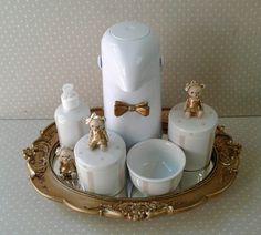 Kit de porcelana com bandeja , dois potes , molheira , álcool gel e garrafa térmica    PODE SER FEITO COM OUTRAS ESTAMPAS>