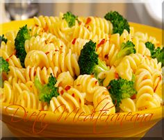 Looking for an authentic Italian recipe? Try Barilla's step-by-step recipe for Barilla® Rotini with Broccoli for a delicious meal! Healthy Recipes On A Budget, Vegetarian Recipes Dinner, Healthy Food Choices, Dinner Recipes, Vegan Meals, Barilla Recipes, Pasta Recipes, Cooking Recipes, Pasta Meals