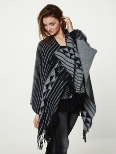 Elisabeth, Knitted Poncho, Kimono Top, Outfit Ideas, Outfits, Women, Fashion, Outfit, Knit Poncho