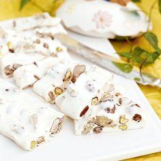 Italiensk nougat med smak av honung och nötter.