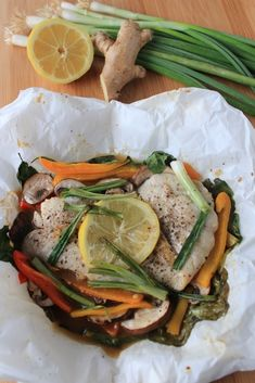 Asian-Style Snapper with Spinach, Peppers, and Mushrooms and more fish pouch cooking ideas Fish Recipes, Seafood Recipes, Cooking Recipes, Healthy Recipes, Cooking Ideas, Cooking Fish, Healthy Dishes, Yummy Recipes, Food Ideas