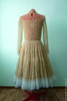 Купить или заказать Платье вязаное 'Весенний цветок' в интернет-магазине на Ярмарке Мастеров. Нежное платье как весенний цветочек, прибивающийся из-под снега. Очень пышное и красивое, притягивающее взгляды окружающих и волнующее умы. Вес платья 625 гр. Связано из пряжи Kidsilk Haze Rowan.