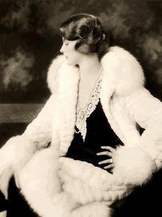Beautiful 1930s coat.