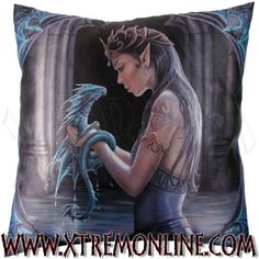 Cojín Water #Dragon de ANNE STOKES.