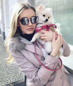 A @4_lou está aproveitando o #ValentinesDay em #Berlim com o lançamento #Dior Eclat Compre online: www.envyotica.com.br ✔️ #envyotica #dioreclat #pomeranian #dog