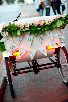 'just married' pedicab signage by YOUnique Statements / photo: aislinnkate.com