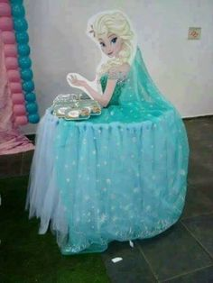Great for a frozen party! Saw this online, Do not know original poster of this or creator of this. Frozen Fever Party, Disney Frozen Party, Frozen Birthday Party, Disney Princess Birthday Party, Frozen Theme Party, Elsa Frozen, Birthday Table, Pastel Frozen, Princess Theme