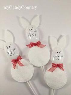 Coniglietti di Pasqua con dischetti levatrucco e cucchiai di plastica: