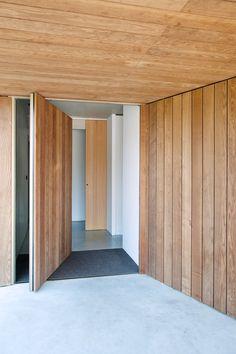 https://www.dezeen.com/2017/04/05/white-concrete-house-belgium-by-clauwers-simon-central-courtyard/