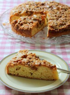 İdeen Easy Cake When my son went to daycare, he had a friend whose mother was Argentinean. Banana Dessert Recipes, Cake Recipes, Snack Recipes, Bread Recipes, Mousse Au Chocolat Torte, Pasta Cake, Walnut Cake, Pudding Cake, Turkish Recipes