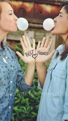 37 Impossibly Fun Best Friend Photography Ideas - #couples Best Friend Photography, Funny Photography, Couple Photography, Digital Photography, Newborn Photography, Photography Tips, Landscape Photography, Photography Hashtags, Halloween Photography