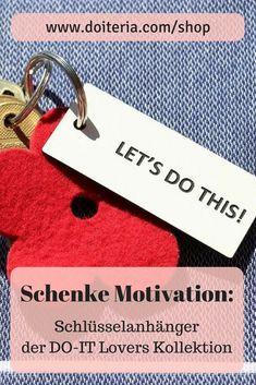 Du möchtest jemanden ein wenig Motivation schenken? Oder dich selbst motivieren? dann schenke einen Schlüsselanhänger der DO-IT Lovers Kollektion. Der erinnert dich immer daran, dass du es schaffen kannst. #motivation #geschenksidee #schlüsselanhänger Shops, Personalized Items, Motivation, Inspiration, Shopping, Blog, Accessories, Tents, Biblical Inspiration